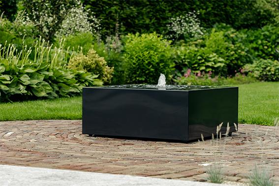 Design Fontein Tuin.Een Speels Waterspel In Combinatie Met Een Strak Design