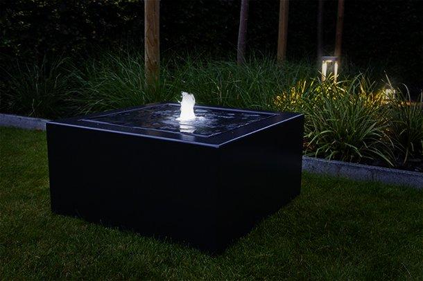 Design Fontein Tuin.Watertafels En Waterelementen Van Corux Vormen Een Echte